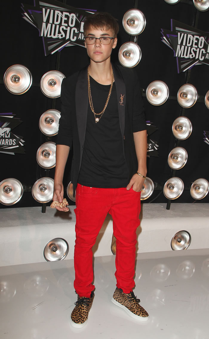 2019 year for women- Bieber justin red pants